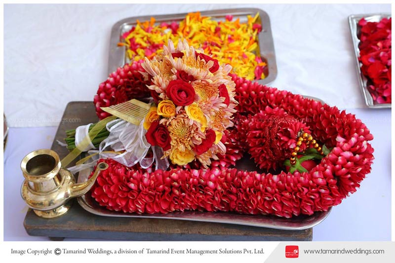 symbols and traditions of hindu wedding The typical wedding ceremony of a hindu–christian couple takes the form of either a single ceremony that celebrates the more religious spouse's faith traditions, or a dual ceremony where both religious traditions are celebrated.
